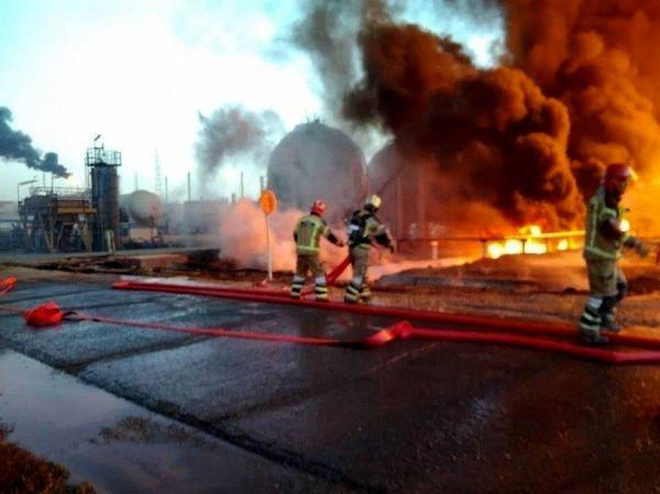 آسیبدیدگی لوله پالایشگاه باعث آتشسوزی شد
