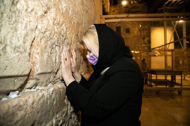 ساره و بنیامین نتانیاهو دست به دعا شدند/عکس