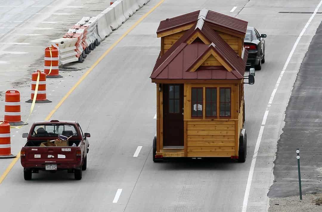 عجیب و غریبترین خانههای دنیا: از زندگی در آسمان تا خانه توالت شکل