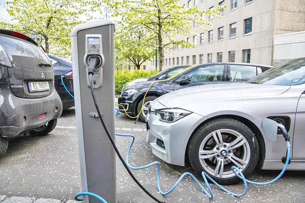 همزیستی خودروهای برقی و بنزینی