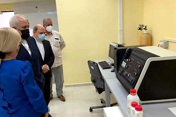 بازدید ظریف از دو مرکز پژوهشی کوبا