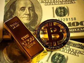 مقایسه سرمایه گذاری در بین کوین و طلا