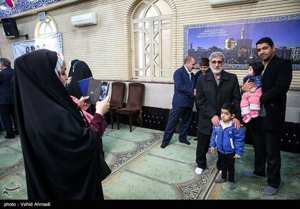 عکس یادگاری با سردار قاآنی پای صندوق رأی