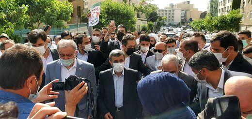 محمود احمدینژاد وارد وزارت کشور شد/ عکس