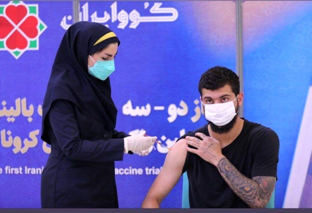 مدافع استقلال واکسن ایرانی تزریق کرد/ عکس