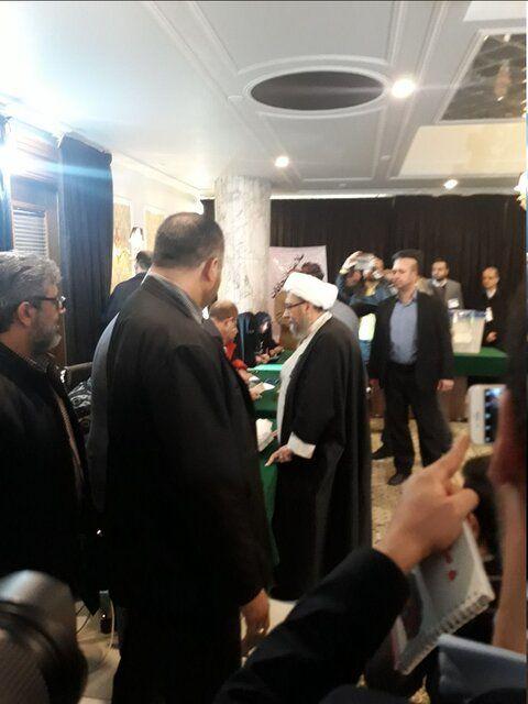رئیس مجمع تشخیص مصلحت نظام رأی خود را به صندوق انداخت