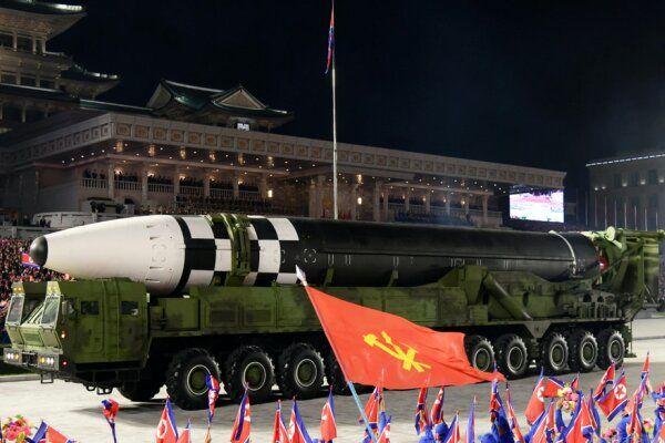 کره شمالی موشک قارهپیمای خود را آزمایش می کند