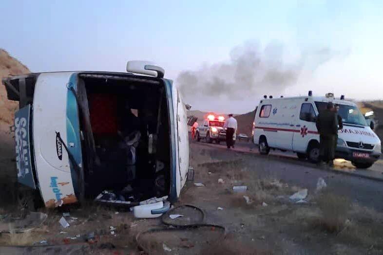 واژگونی اتوبوس حامل اتباع پاکستانی در محور قم- کاشان ۵ فوتی برجا گذاشت