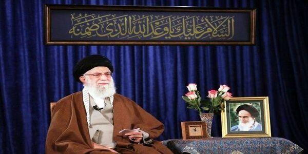 تنها چهره نظامی که رهبر انقلاب در نماز جماعت به او اقتدا کردند + عکس