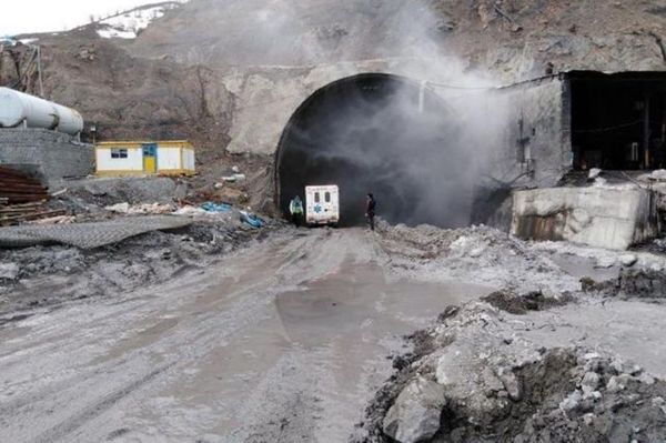 اعلام جزییات حادثه ریزش کوه در آزادراه تهران- شمال
