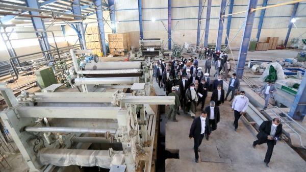 بازدید رئیسی از کارخانه در حال ساخت کاغذ زاگرس