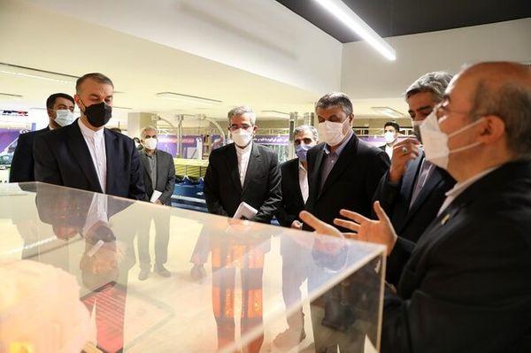 امیرعبداللهیان از نمایشگاه صنعت هسته ای بازدید کرد