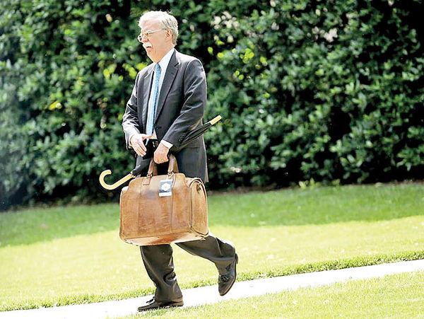 دیپلماسی ظریف و اخراج آقای سیبیل!
