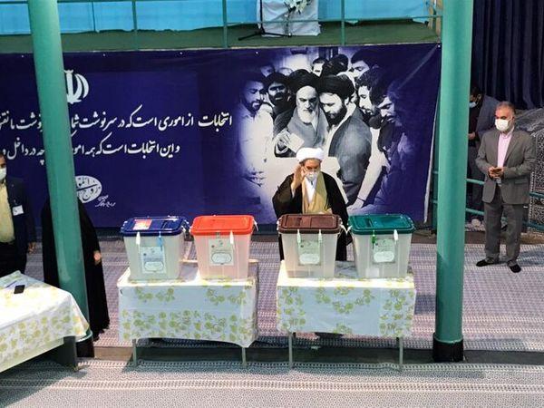 علی یونسی رای خود را به صندوق انداخت/ عکس