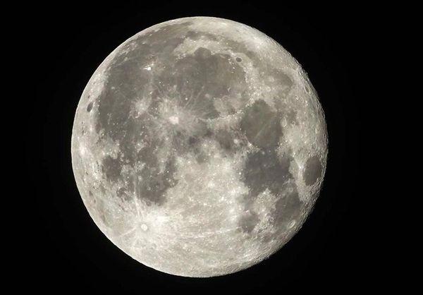 ناسا یک زن را برای اولین بار به ماه میفرستد