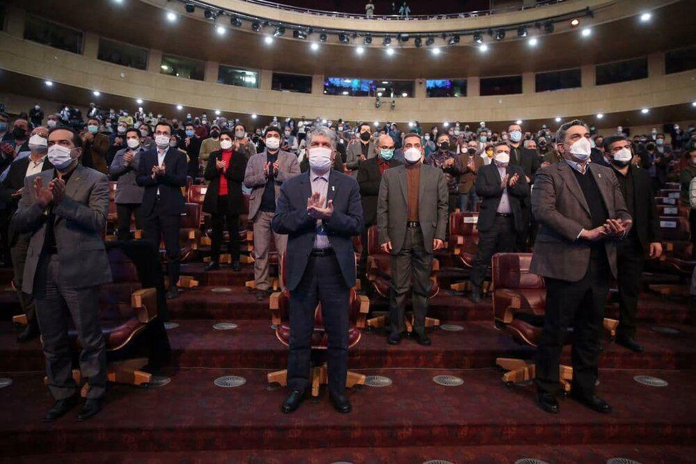 وقتی همه به احترام علی انصاریان، در جشنواره فیلم فجر ایستادند