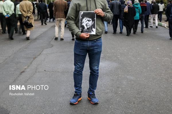 تشییع پیکر خسرو آواز ایران روی دستان علاقهمندان + عکس
