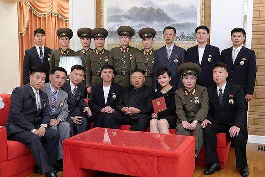رهبر کره شمالی با چهره تازه و بدون ماسک در جمع هنرمندان جوان