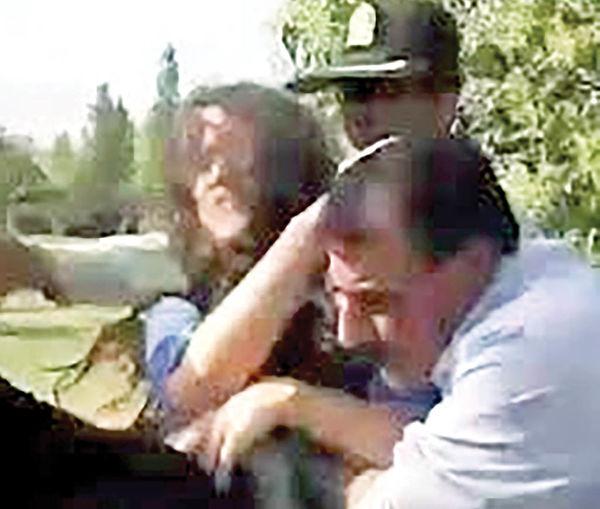 جنجال درگیری دختر جوان در پارک پلیس