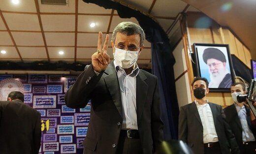 احمدی نژاد به آیت الله هاشمی رفسنجانی رسید