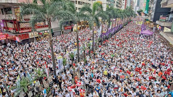 سیل جمعیت بازارسهام هنگکنگ را نزولی تعطیل کرد