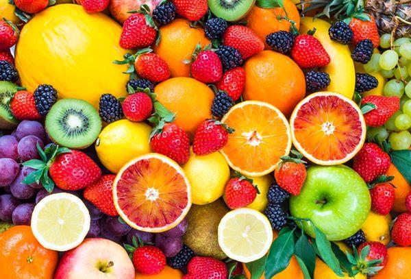 4 عارضه عجیب مصرف بیش از حد میوه