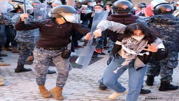 ادامه اعتراضات در لبنان/ آتش زدن تایرها در خیابان